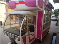 小吃车餐车设备齐全,内部带保鲜展示柜一次也没用过有意者联系我,可免费教技术。13675433536