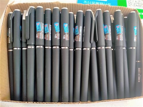 本人有大量的中性笔,和笔芯低价处理,有需要的联系,要多少都行,全程送货。此信息长期有效。