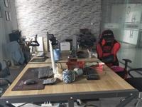 因要搬办公地点,所有办公设备特价处理!四人位的办公桌椅,一套老板桌椅,两台台式电脑,两个小型储物柜,...