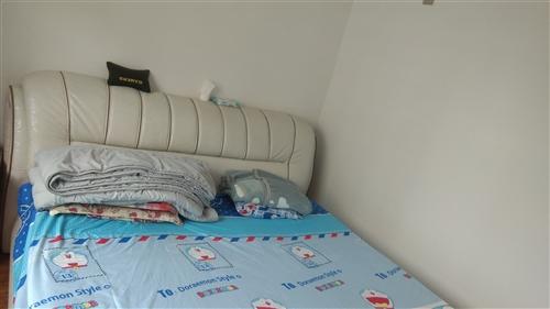 因結婚換新床出售個人家床,一直是自己家使用1.8*2.0,帶床墊,有一些小磨損但不影響正常使用,需要...