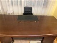 简约现代新款总裁桌加厚 材质:木 感兴趣的话和我私聊吧~ 本交易仅支持自提