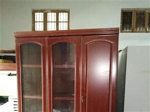 出售九成新格力空调热水器,书柜食品柜鞋柜,红木沙发,电视柜等各种旧货