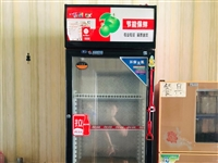 放饮料的冷饮展柜。 用了半年 非常新 便宜处理 有需要联系15275465280