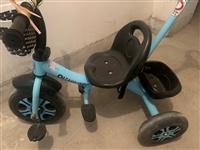 儿童脚踩三轮车、四轮车、9.5新、买回来没用几次闲置地下室、一起打包140元、单买三轮50元、四轮1...