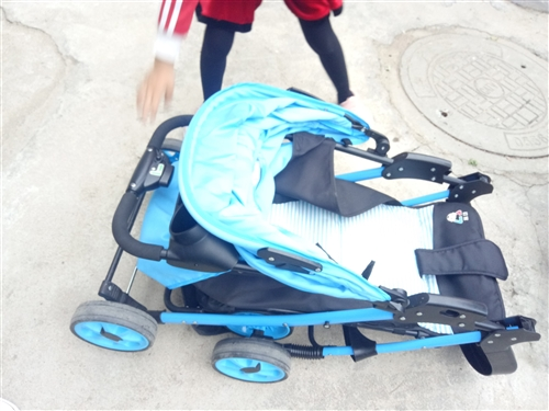 品牌嬰幼兒推車,可坐可躺可折疊,超級好用,寶寶大了閑置在家。