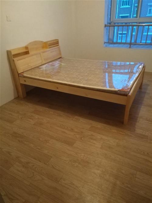 新床没用过的,闲置出售1.5*2.0的带垫子合适的带走