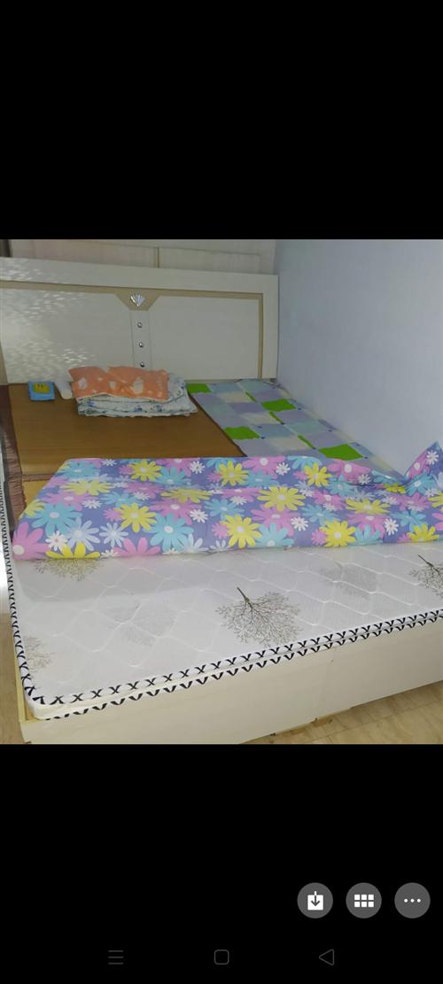 9.5成新,赠送床垫,床头柜,简易衣柜