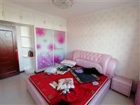 1米8双人软床出售,带两个床头柜,一口价300。
