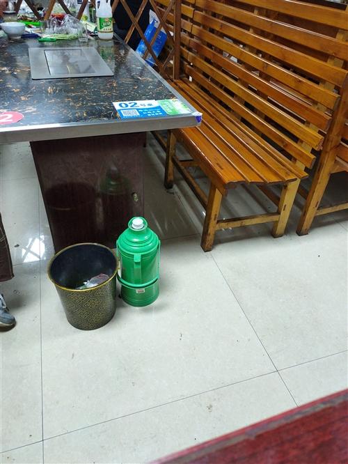 因店铺重新装修现处理二手大理石桌加凳子数十张,可零卖,价格面议