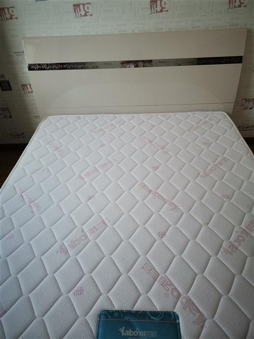雅宝儿童床一张,九五新,因闲置低价优惠出售,如有需要请联系13663873948。