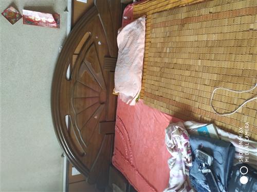 1.5宽2米长的床,挺干净的,价格面议,13582336476,也可添加微信联系。