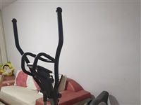 舒华牌椭圆机,九成新。原价3100元,现以低价1200元出售。
