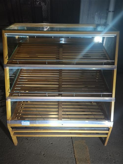 面包点心展柜,八成新,一共四个,便宜处理,有需要的朋友请致电15244443052。