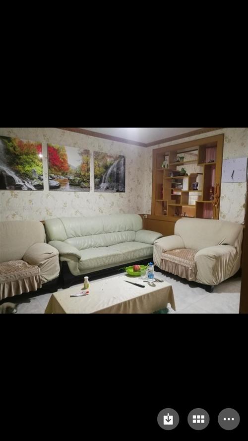 闲置沙发一套,急需转让,价格优惠,有需要的速发信息至15553510068