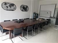 出售会议桌,办公桌,椅子。八九成新