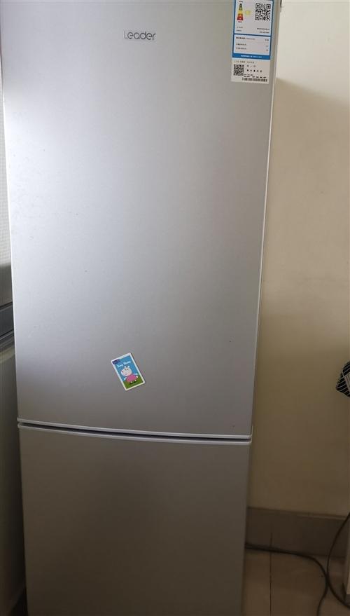 海尔冰箱,9成新,京东商城购入,确保质量,只用了三个多月。双开门,实用空间150多升,无霜无冰,使用...