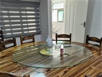 本人有饭店用的桌椅,门,卷帘,收银台和厨具拿来便宜处理,价钱合适就卖,联系电话:1750307012...
