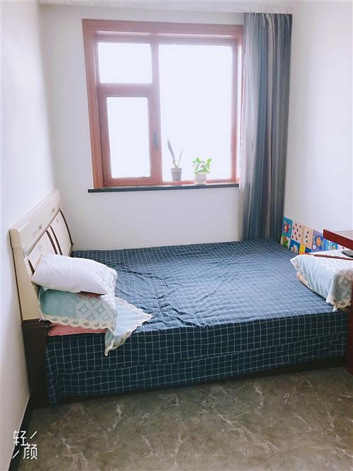 九成新双人床两张,五门大衣柜两套,一套玻璃拉门,一桌四椅钢化玻璃餐桌出售,同城自提。