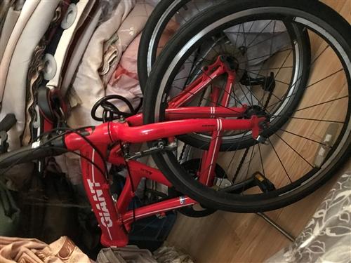 折疊自行車(賽車)95新,小孩子看別人騎也要,買來二千多,只騎了幾天,現對外低價出售