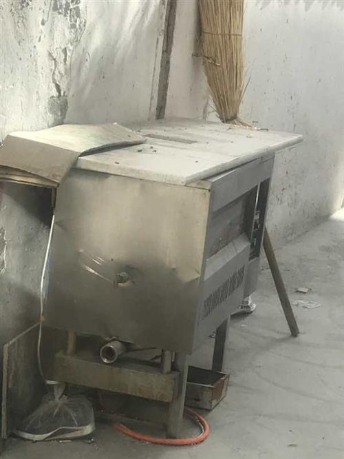 本人有一台炸油锅,就成新的,想要的朋友抓紧联系,随时欢迎都可以看