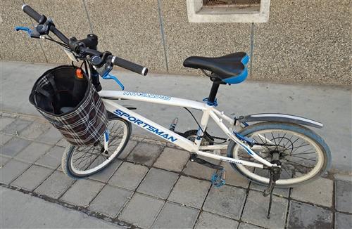 现有变速自行车一辆,9成新,低价出售,非诚勿扰。价钱面议