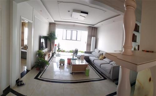 急售中央华府3室2厅2卫带储藏室133平米,带全部家电用具出售,精装修,18层顶楼,98万。