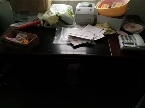 老板桌一个办公桌一个价格合适就买