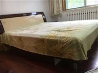 1.8米床+床垫,价格可刀,孩子上学买了个书桌,放不下