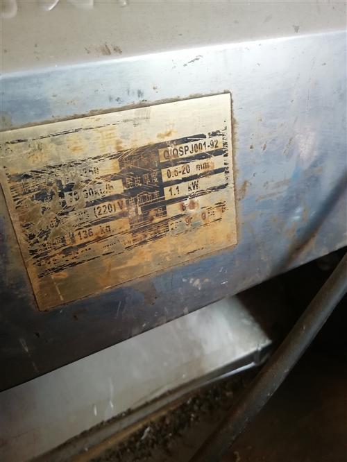 2011年新南方,三层燃气烤箱1台,B20强力搅拌机2010年产2个,利民压面机350型1台,给钱就...