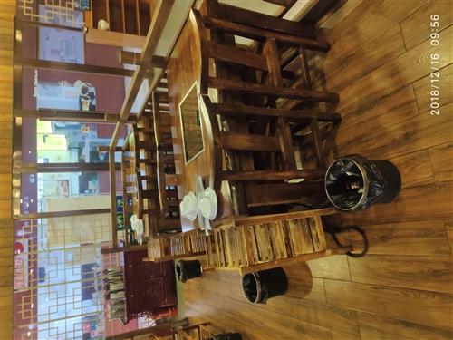 二手实木火锅桌子漂亮的很!价格合理,包您满意!