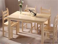 闲置的九成新松木餐桌,桌子和钢化玻璃五百一张,配套餐椅五张五百,买家同城自提。