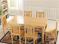 闲置九成新的松木餐桌椅,桌子和钢化玻璃一共五百,配套餐椅五把,买家同城自提。