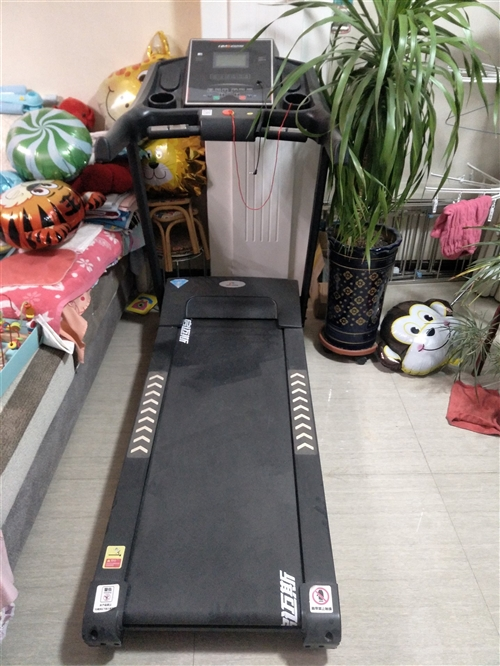 本人现低价出售启迈斯跑步机一台,95成新,需自提,价格面议!