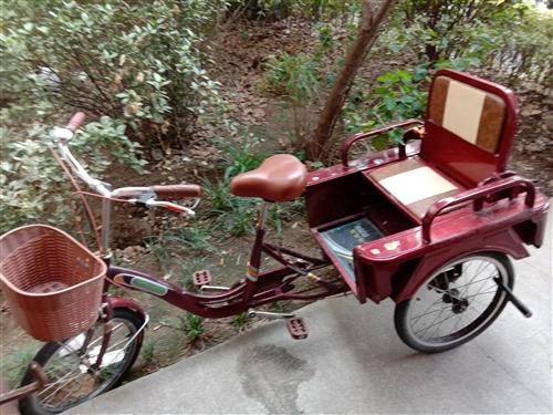 凤凰牌九成新脚蹬三轮车,疫情前买的,就骑了几次,接送孩子,现搬家后闲置不用,低价转让