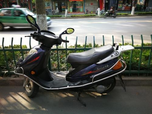 豪爵悅星摩托車轉讓,發動機聲音完美,不燒機油,全車原版,一火開車