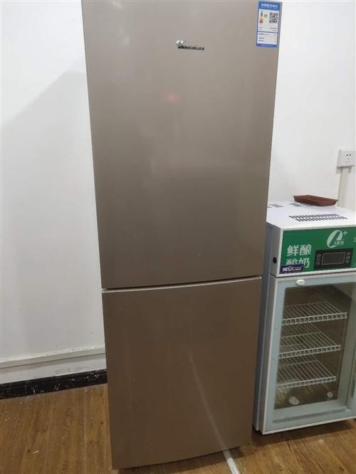 出售二手九成新  空調 冰箱 微波爐  烤箱  酸奶機  油煙機 灶 買起用了三個多月  都是新的...