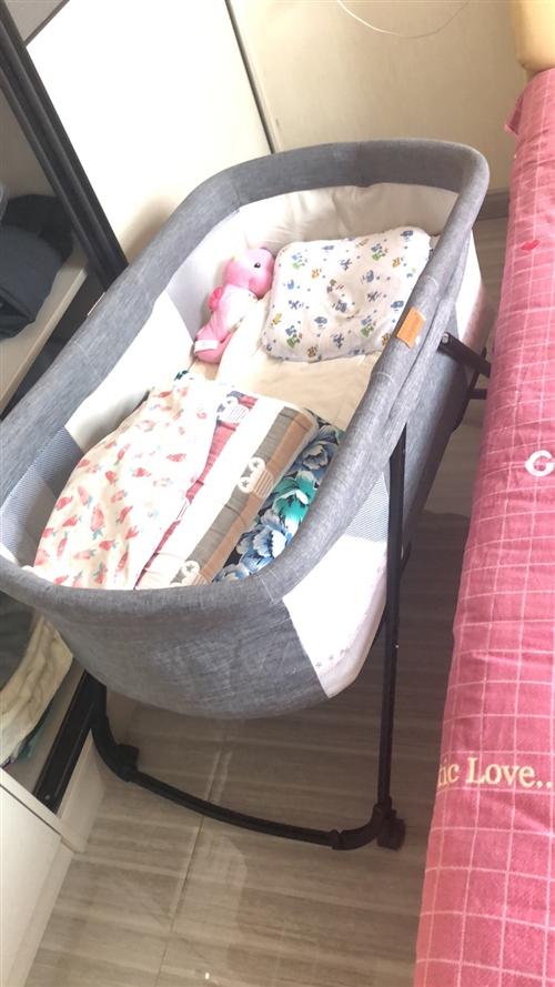 高景观婴儿车、移动婴儿床使用两个月,9.9成新。因要送孩子回老家,东西太多没办法拿,忍痛转让,两样一...