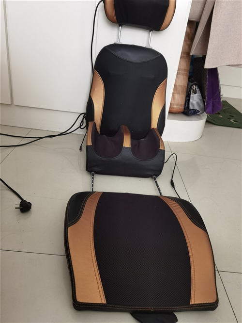 全身按摩椅,可按头部背部,腰部,腿部,因家里小,没地方放置,忍疼割爱。