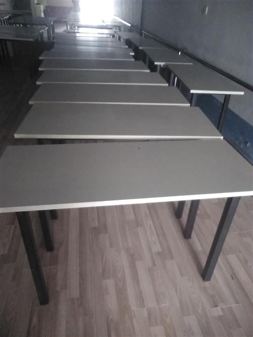 就用了一个暑假九九新的辅导班桌便宜处理