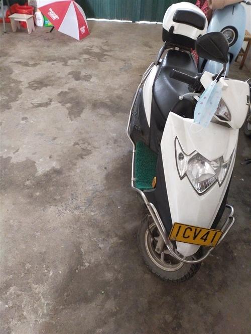 轉賣豪爵踏板摩托車九成新,證件齊全現轉賣15178694836