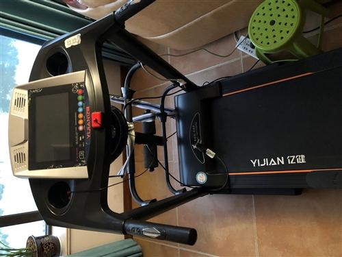 亿健牌跑步机,2018年双十一购买时2300多元,彩色大屏,扶手操控按钮,可连接waifa,播放音乐...