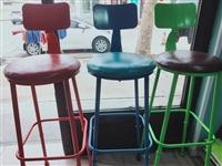 处理9成新椅子凳子3个 吧台凳高脚凳皮质铁艺  处理3个一共150元。买的时候一个180元。闲置...