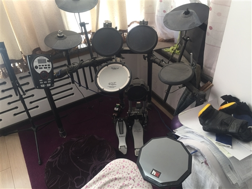 日你羅蘭電架子鼓,個人一手,9.9成新,買回來基本沒用過,現在低價處理