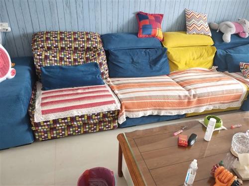 转让个人闲置8成新布艺沙发一套,地址:齐河绿城百合园。