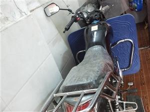 豪爵摩托车,几乎**,跑了200公里,有行驶证,发票,可过户,有需要的朋友可以联系。