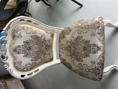 现有2把欧式风格椅子出售,很结实,150元一把,有意者请电联15228477174