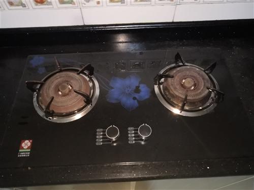 因舊房裝修改造,原廚房家用三件套低價轉讓,油煙機,燃氣灶,消毒柜均可正常使用,每件100元,打包25...