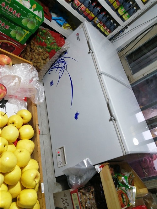 今年的新冰柜,展示柜,用的時間不長,對外轉讓