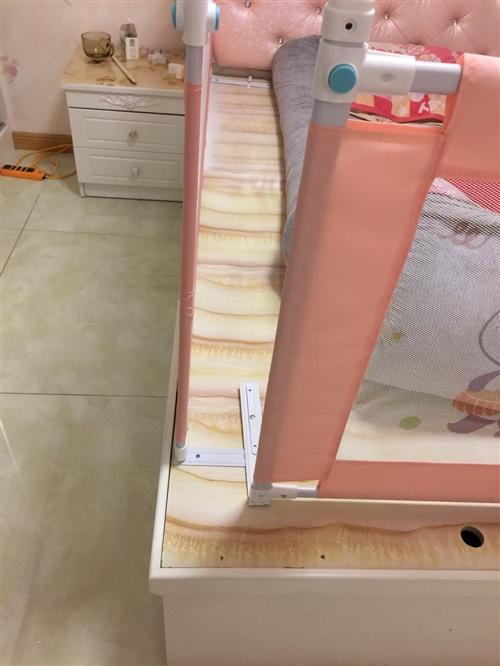 本人有1.5米長的床圍欄防止孩子掉床的,新買的昨天剛到貨,因為買小了現在低價出售50元,質量保證