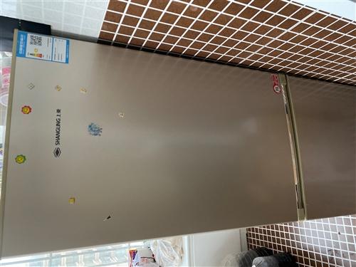 上菱牌,冷藏容积125,冷冻容积56,因家中买了大冰箱所以低价处理,需上门提货。微信同号非诚勿扰